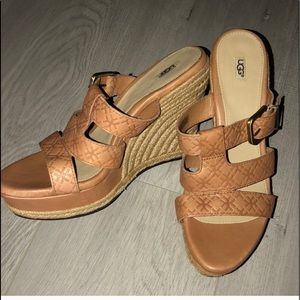 New UGG genuine tan leather wedges